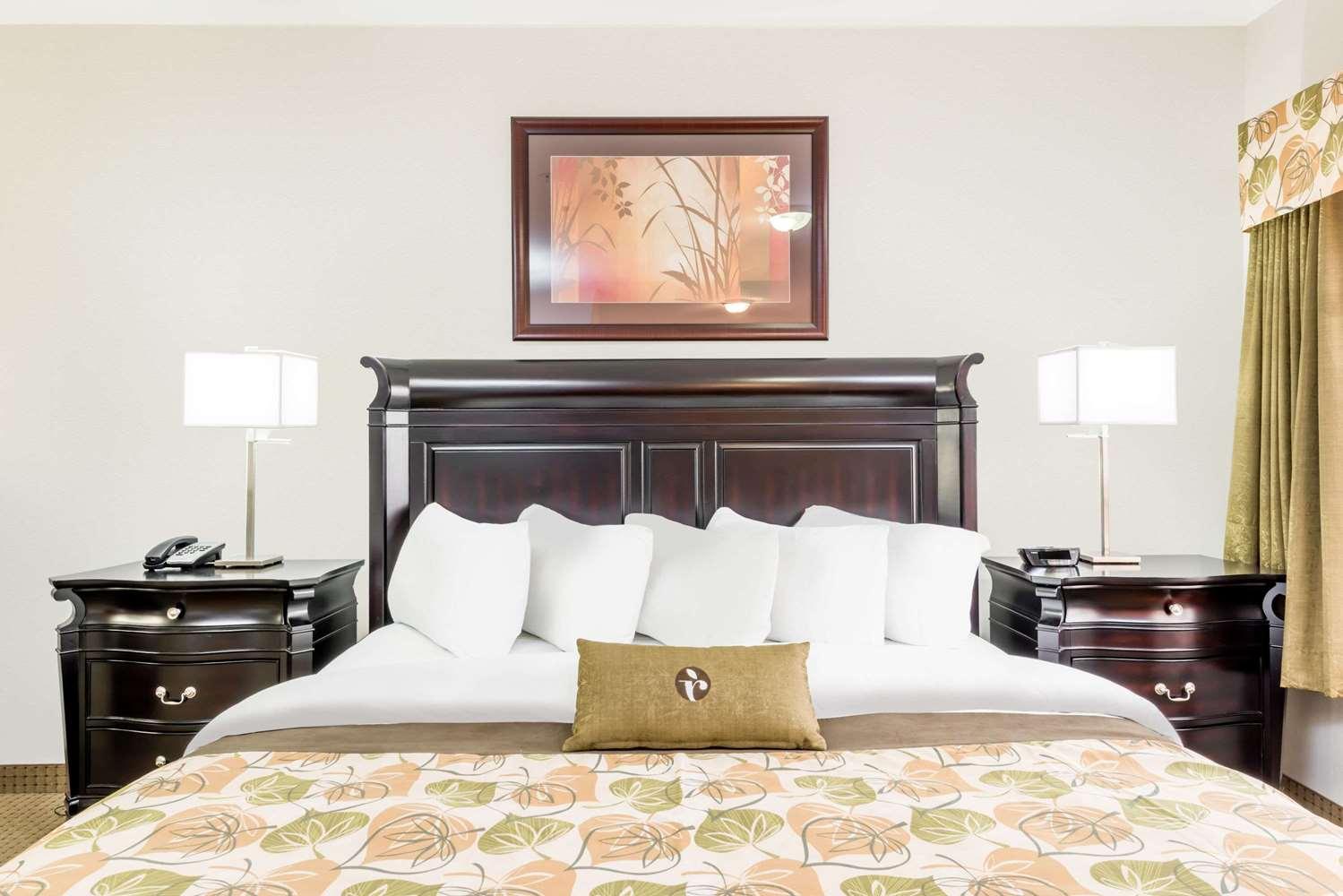 Suite - Ramada Hotel Olds