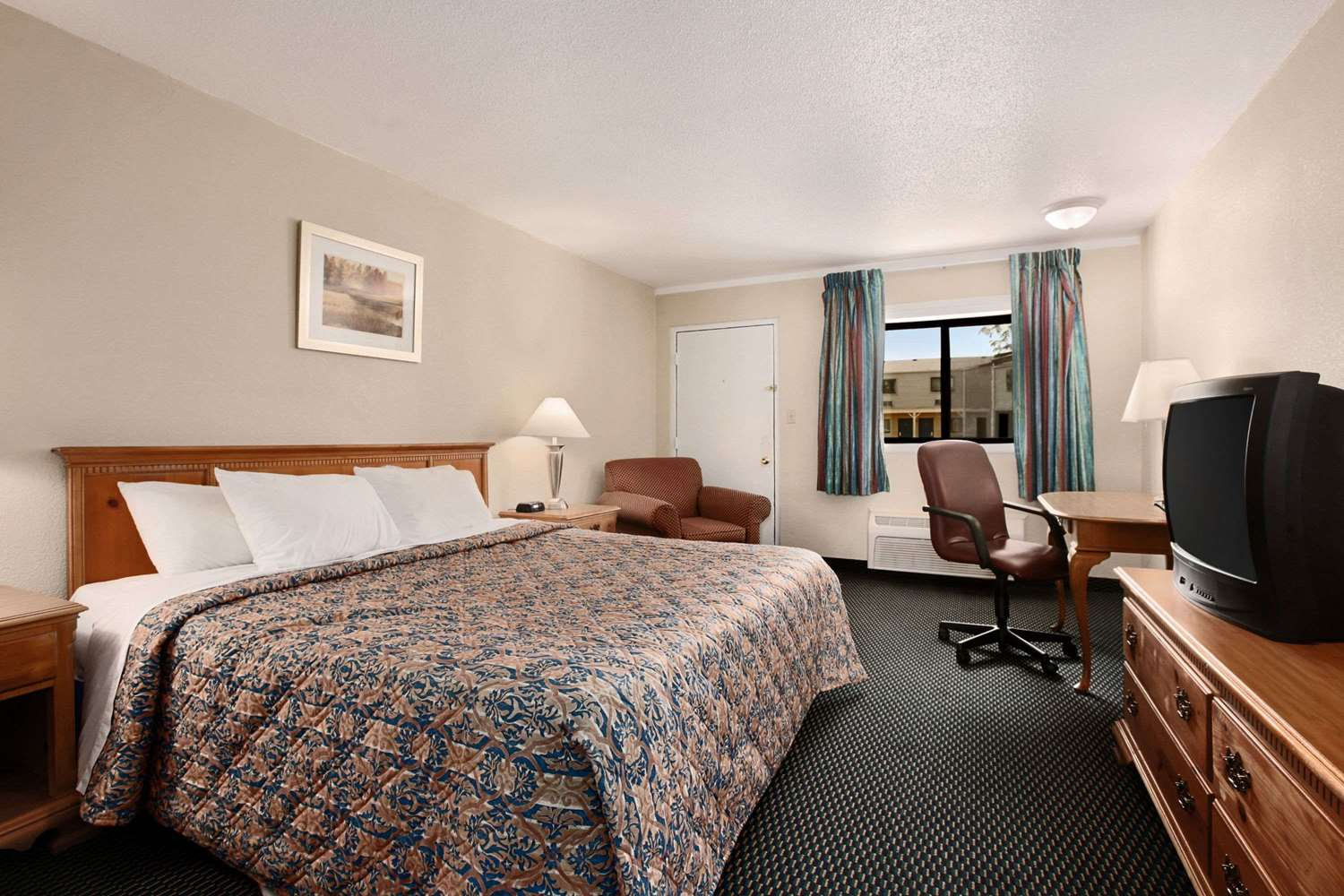 Room - Days Inn Bowling Green