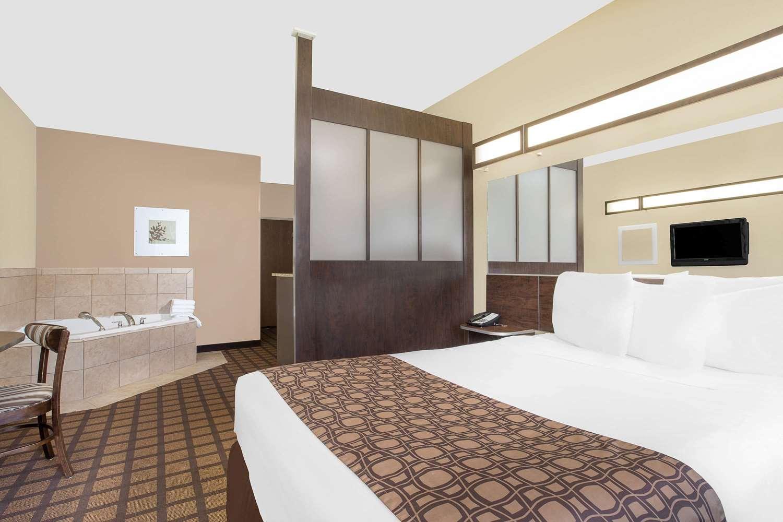 Suite - Microtel Inn & Suites by Wyndham Mansfield