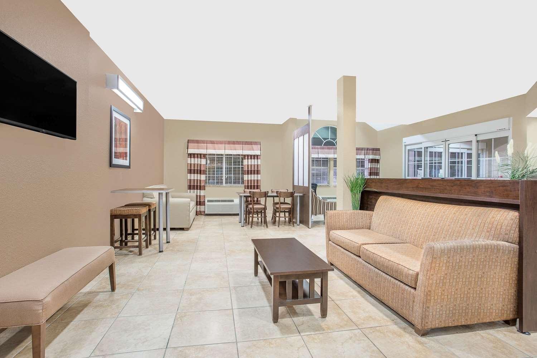 Lobby - Microtel Inn & Suites by Wyndham Mansfield