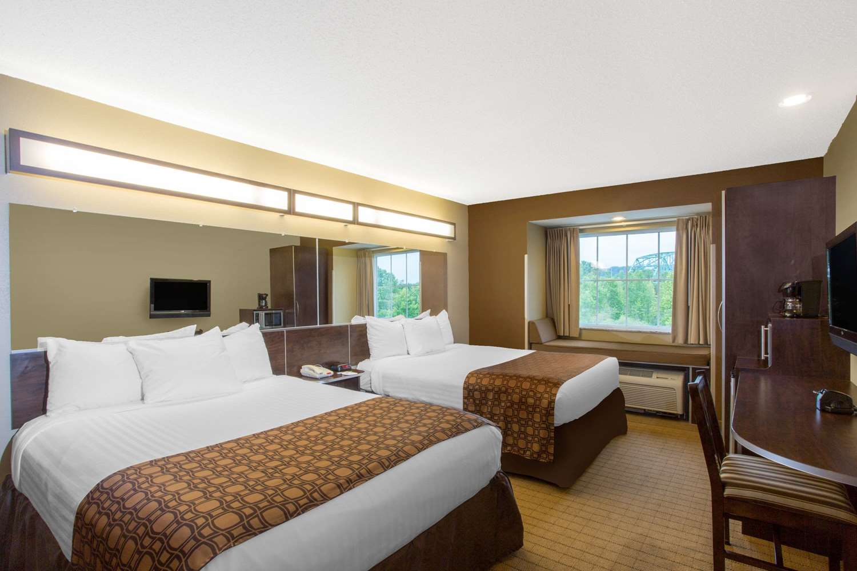 Room - Microtel Inn & Suites by Wyndham Mansfield