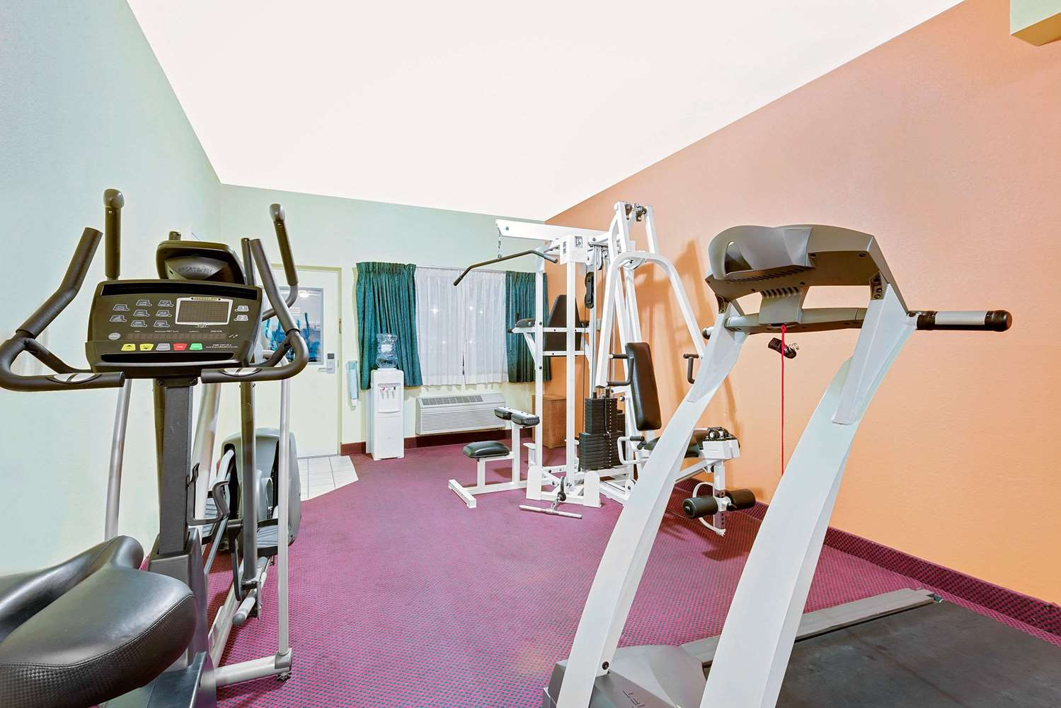 Fitness/ Exercise Room - Days Inn Waynesboro