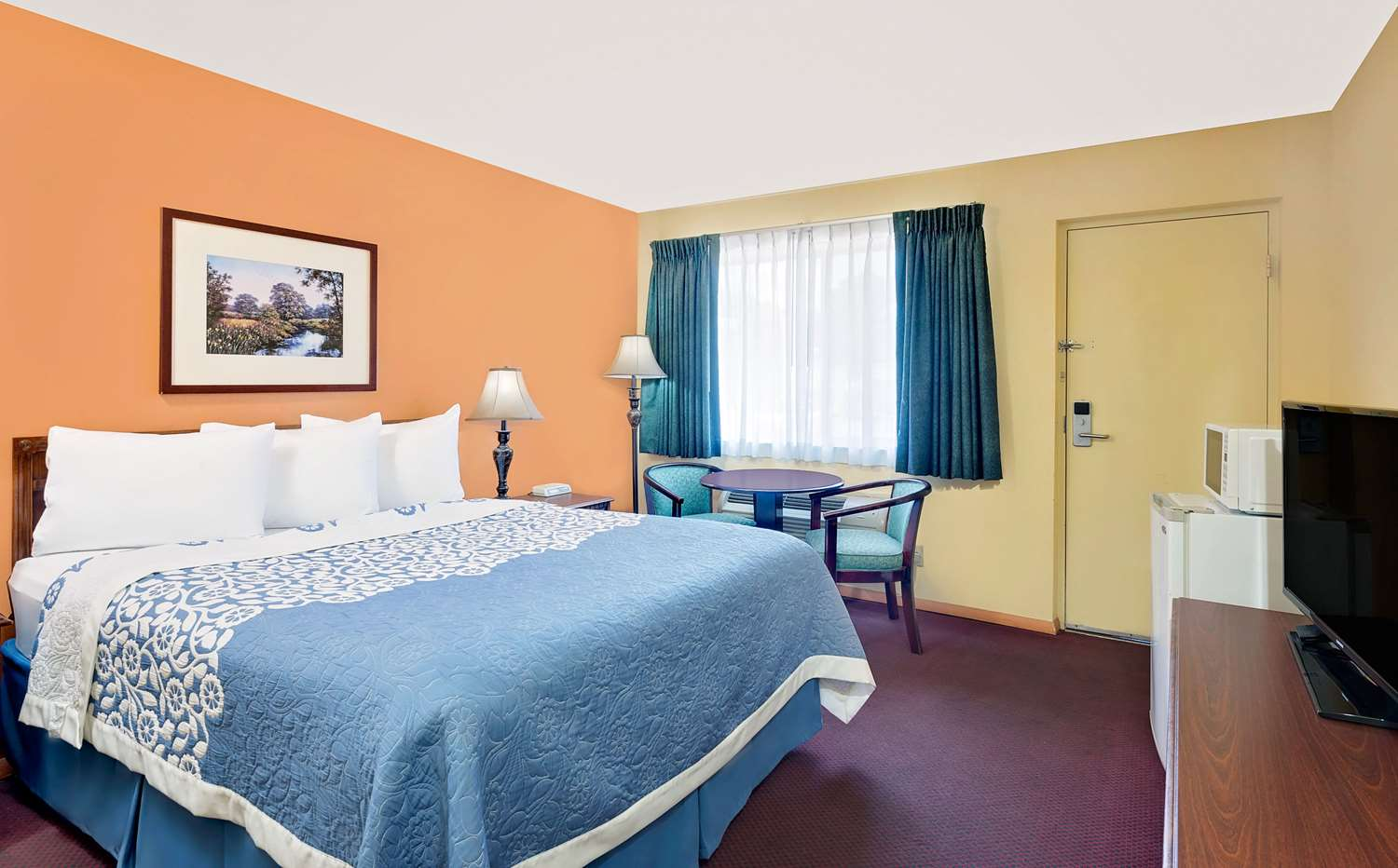 Room - Days Inn Waynesboro