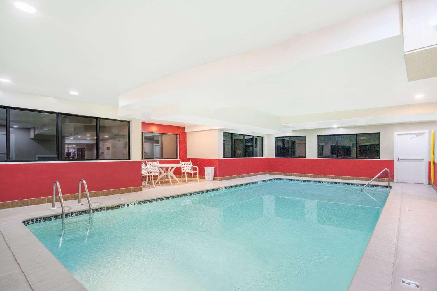 Pool - Super 8 Hotel Gettysburg