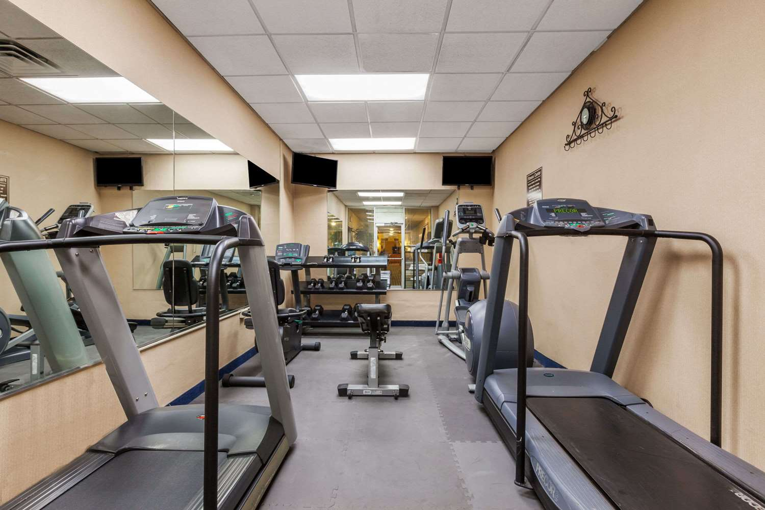 Fitness/ Exercise Room - Days Inn New Orleans Airport Kenner