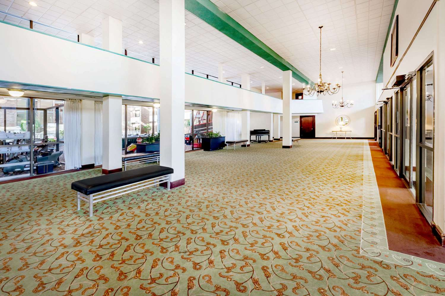 Lobby - Ramada Hotel & Conference Center Lansing