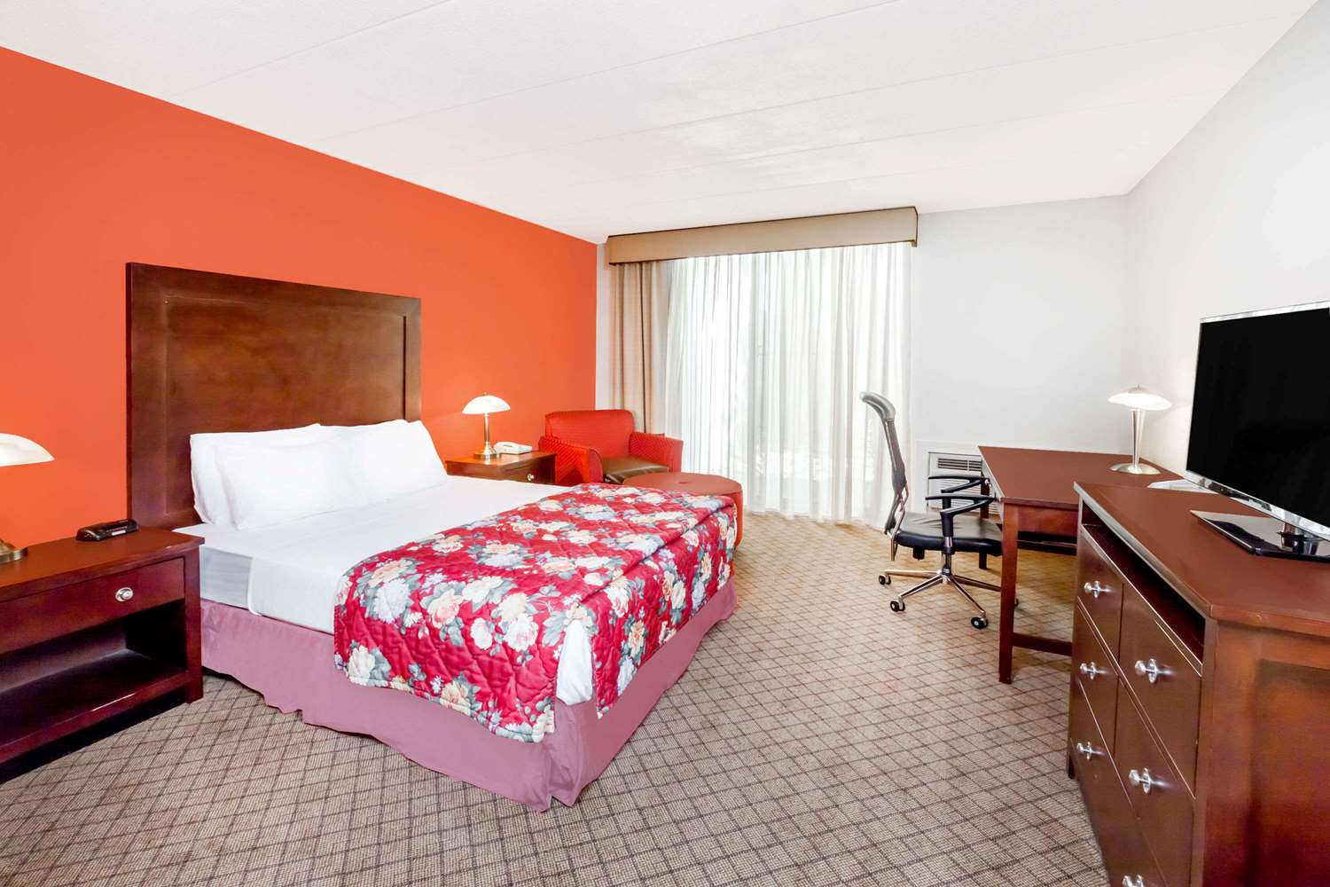 Room - Ramada Hotel & Conference Center Lansing