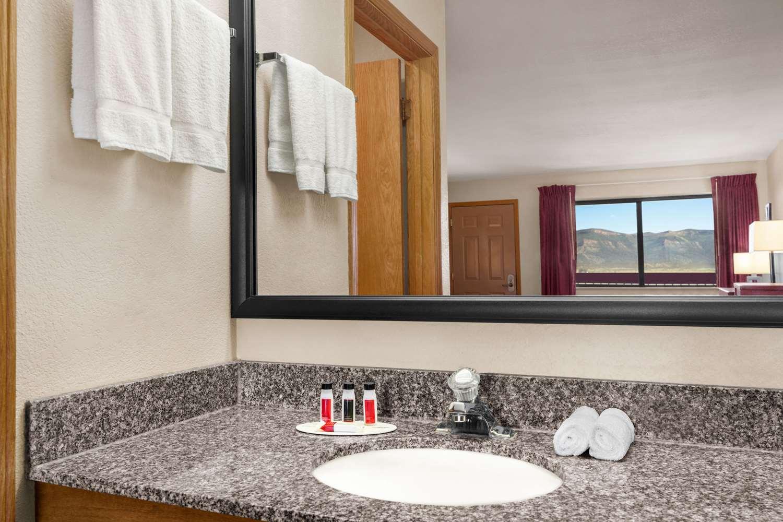 Room - Baymont Inn & Suites Cortez