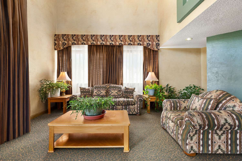 Lobby - Baymont Inn & Suites Cortez