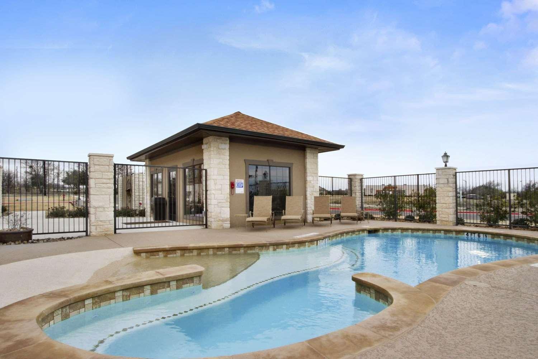 Pool - Microtel Inn & Suites by Wyndham Round Rock