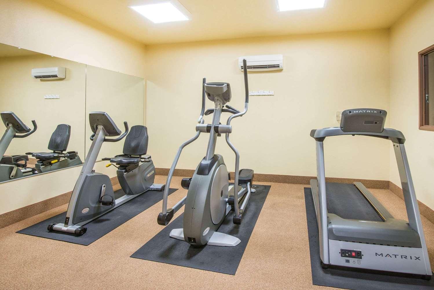 Fitness/ Exercise Room - Days Inn Ellis