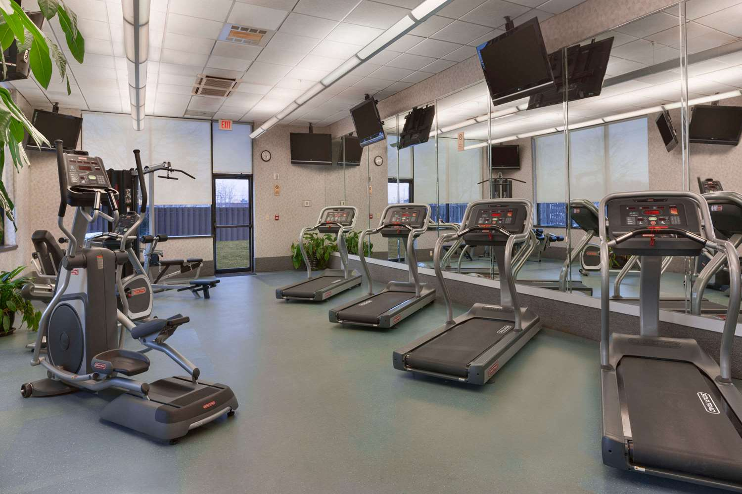 Fitness/ Exercise Room - Ramada Plaza Hotel Airport Newark