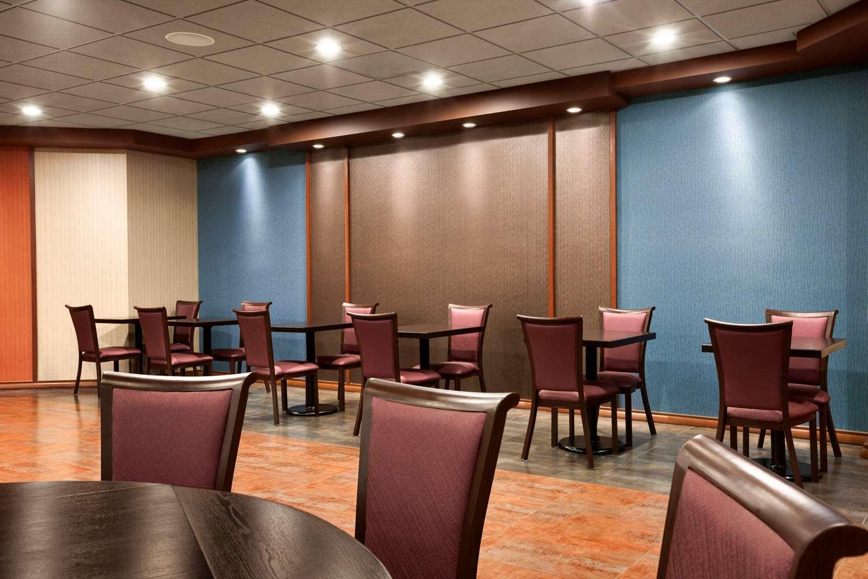Restaurant - Ramada Plaza Hotel Airport Newark