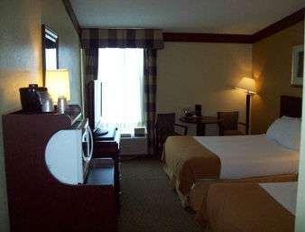 Room - Days Inn & Suites Tahlequah