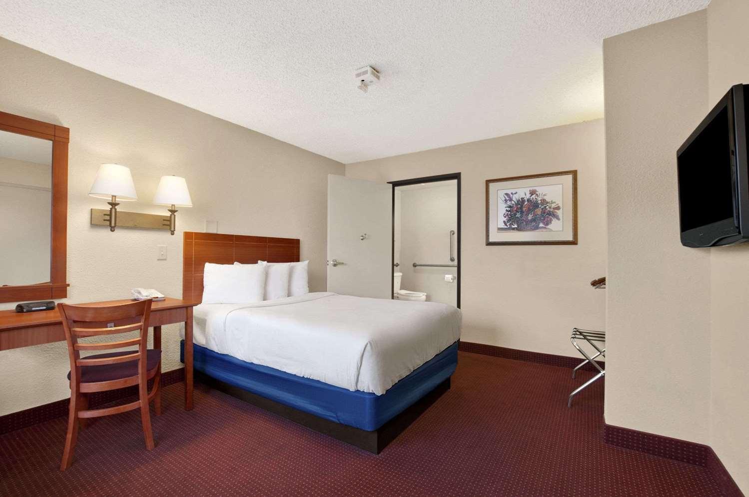 Room - Days Inn Las Vegas at Wild Wild West Gambling Hall