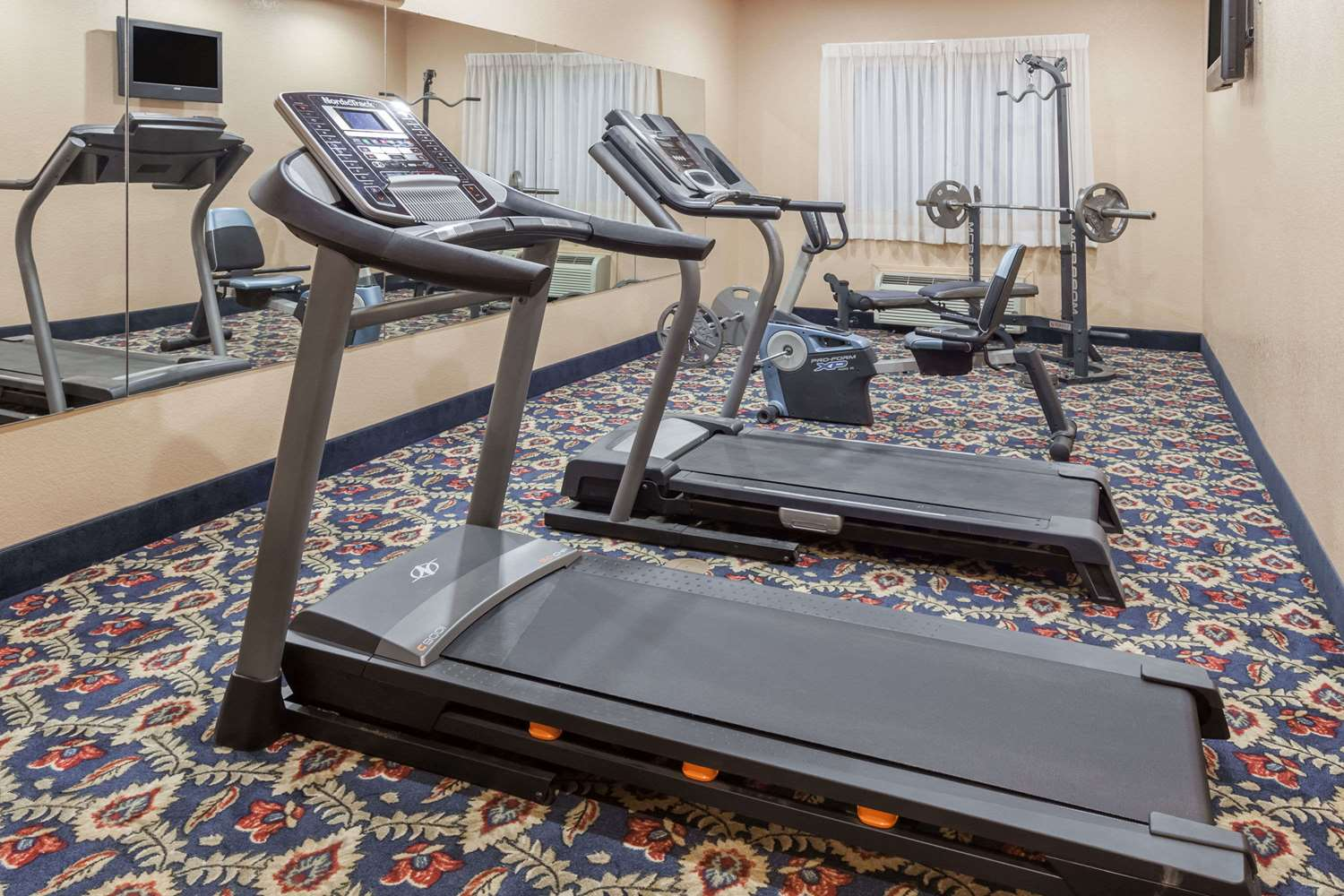 Fitness/ Exercise Room - Days Inn & Suites McAlester