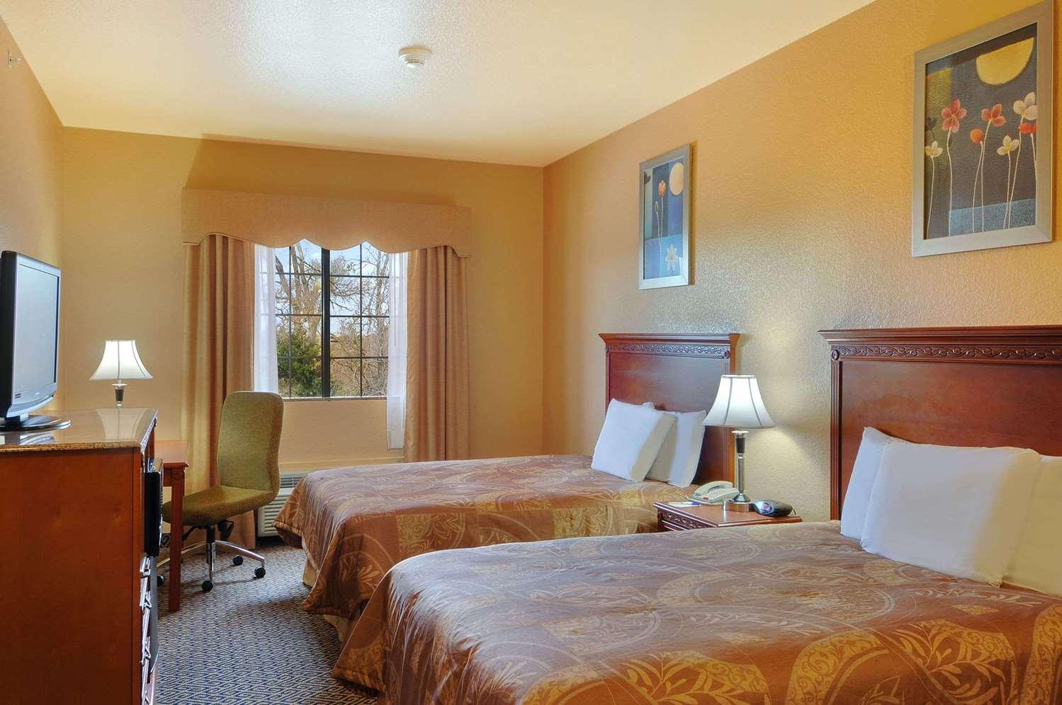 Room - Days Inn & Suites McAlester