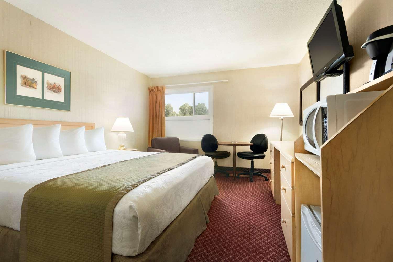 Room - Travelodge Lethbridge