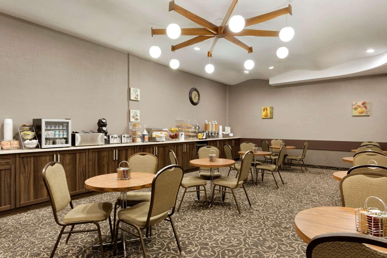 Restaurant - Travelodge Lethbridge