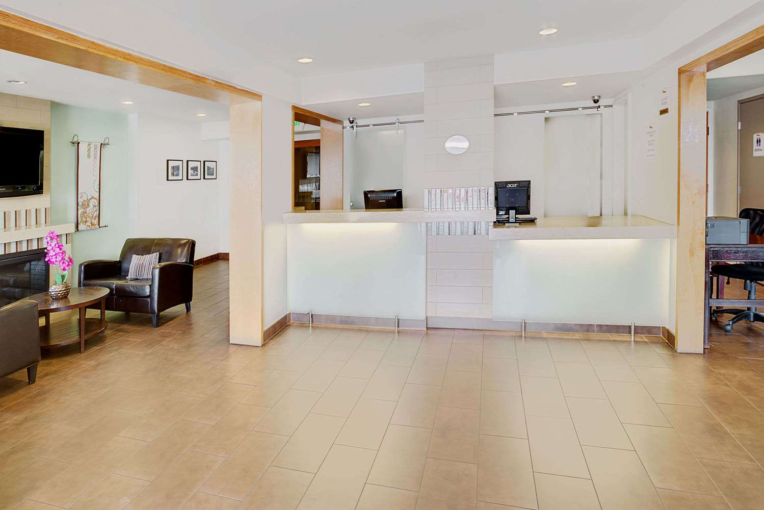Lobby - Baymont Inn & Suites Airport Reno