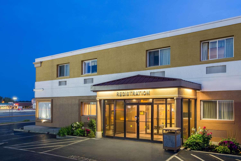 Exterior View Super 8 Hotel Buffalo Airport Williamsville