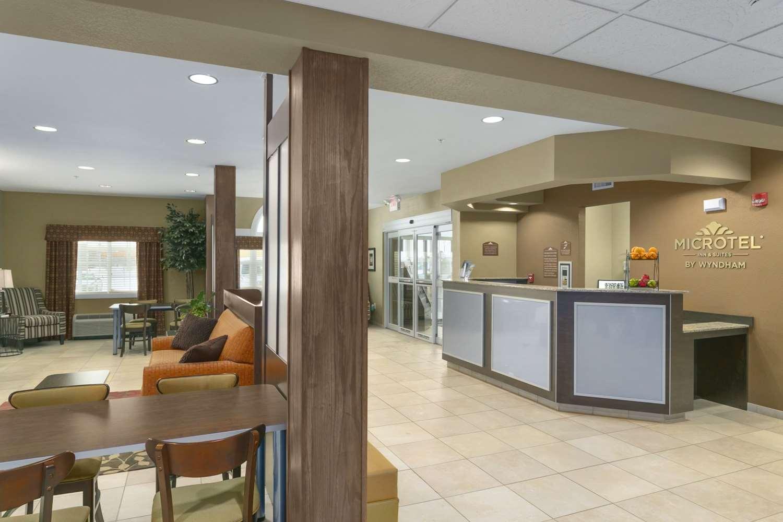 Lobby - Microtel Inn & Suites by Wyndham Minot
