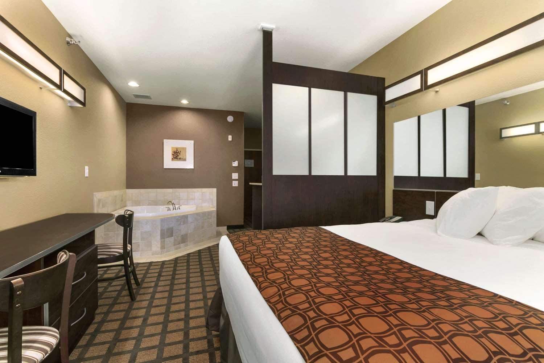 Suite - Microtel Inn & Suites by Wyndham Minot