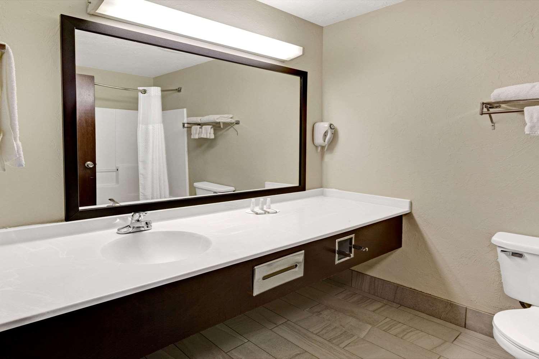 Room - Baymont Inn & Suites And Suites El Reno