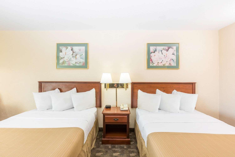 Room - Days Inn I-80 Grand Island