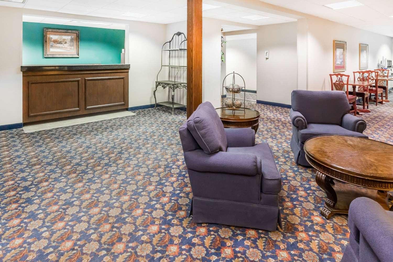 Lobby - Days Inn I-80 Grand Island