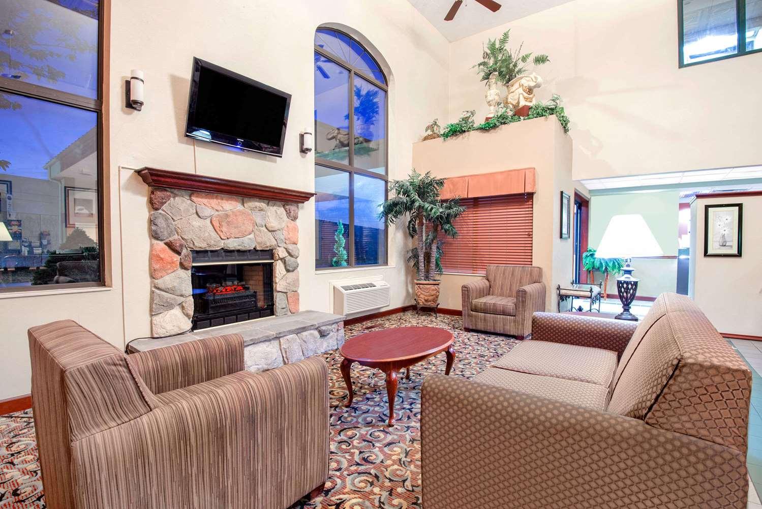 Lobby - Baymont Inn & Suites Hudson