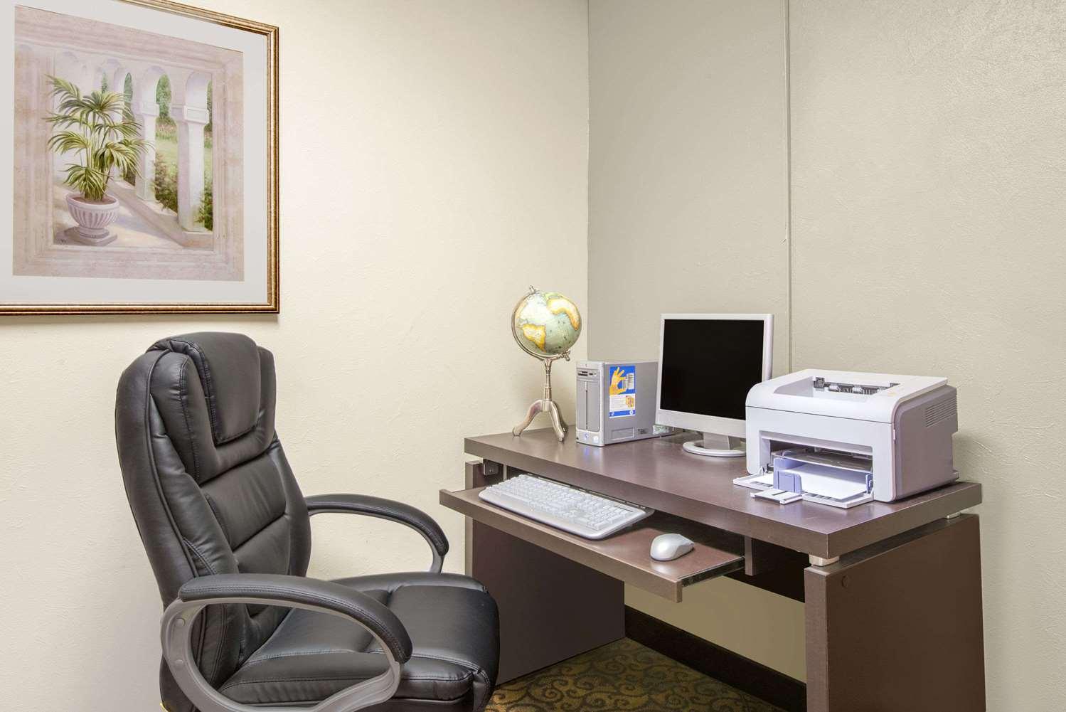 Conference Area - Baymont Inn & Suites Hudson