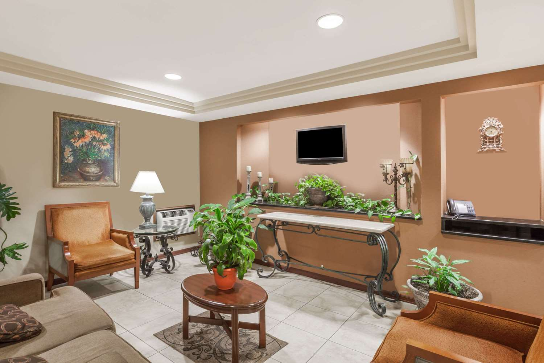 Lobby - Travelodge Inn & Suites Albany