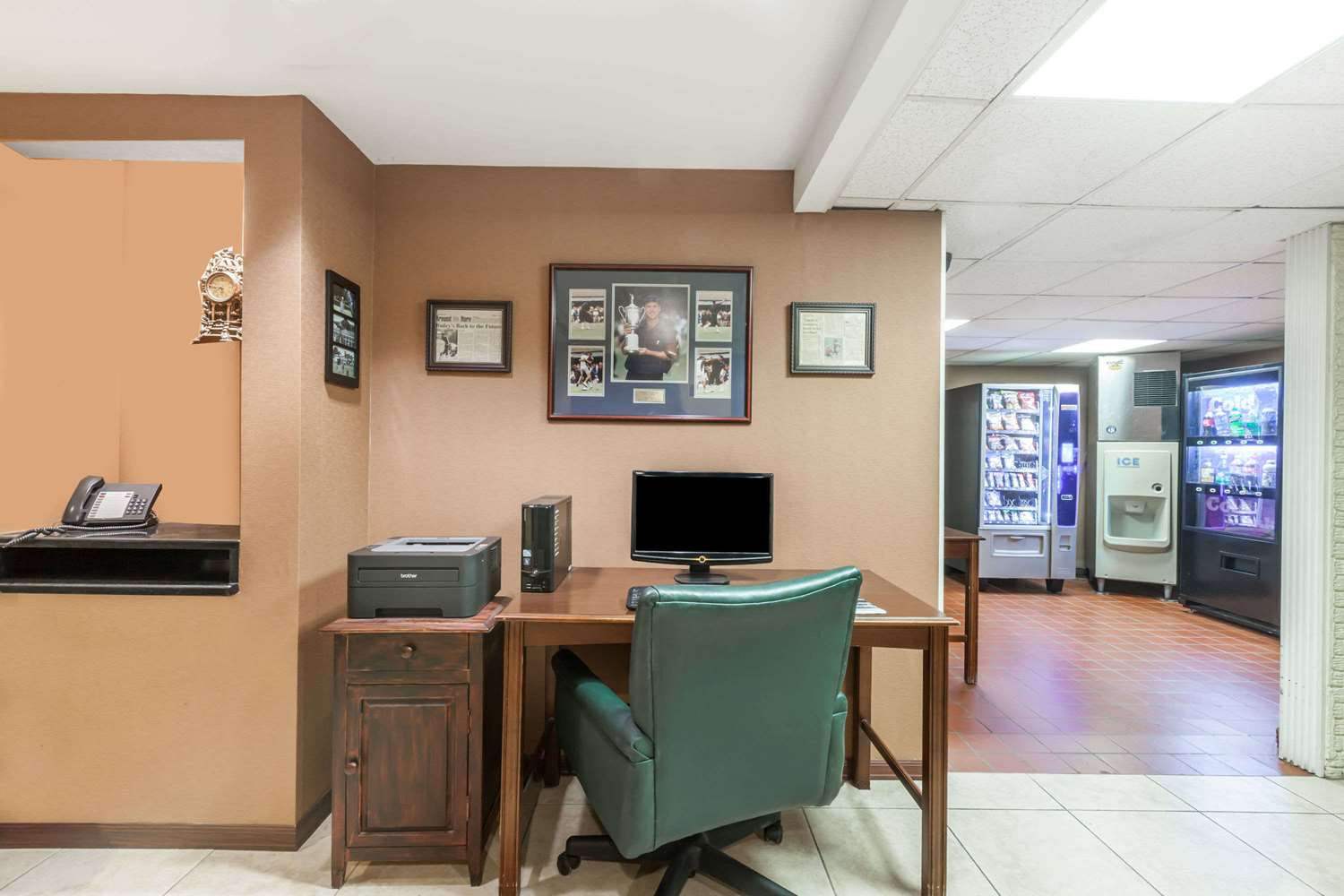 Conference Area - Travelodge Inn & Suites Albany