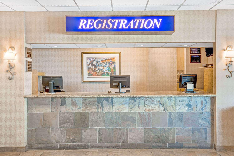 Lobby - Days Inn Convention Center Reno