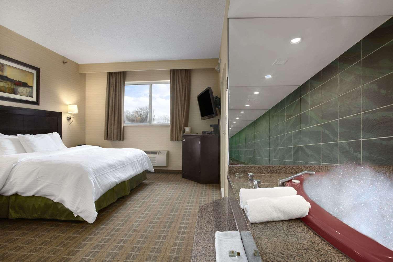 Ramada Hotel Bronx, NY - See Discounts