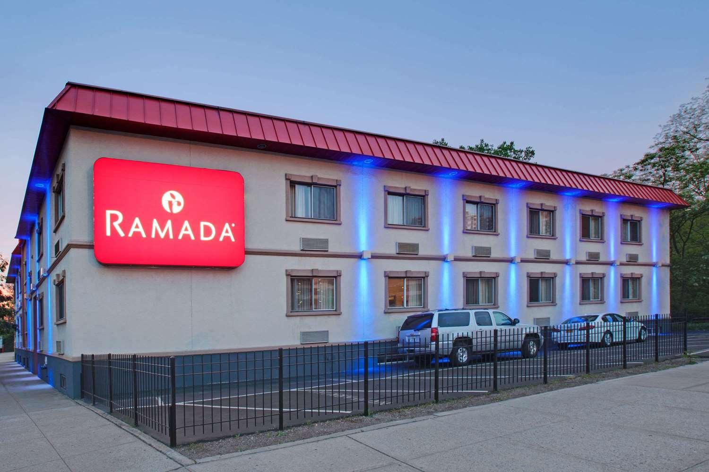 Exterior View Ramada Hotel Bronx