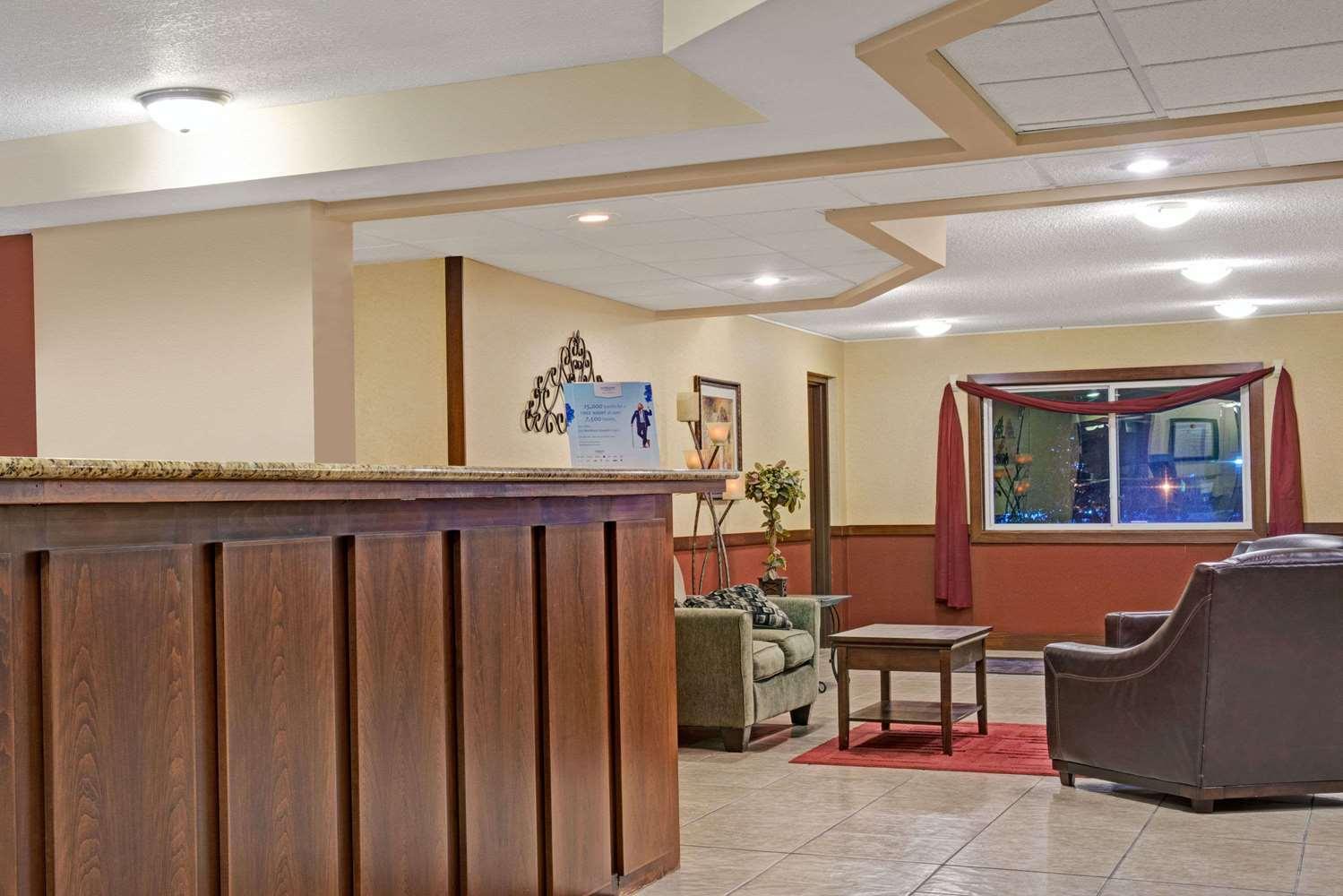 Lobby - Super 8 Hotel Monticello