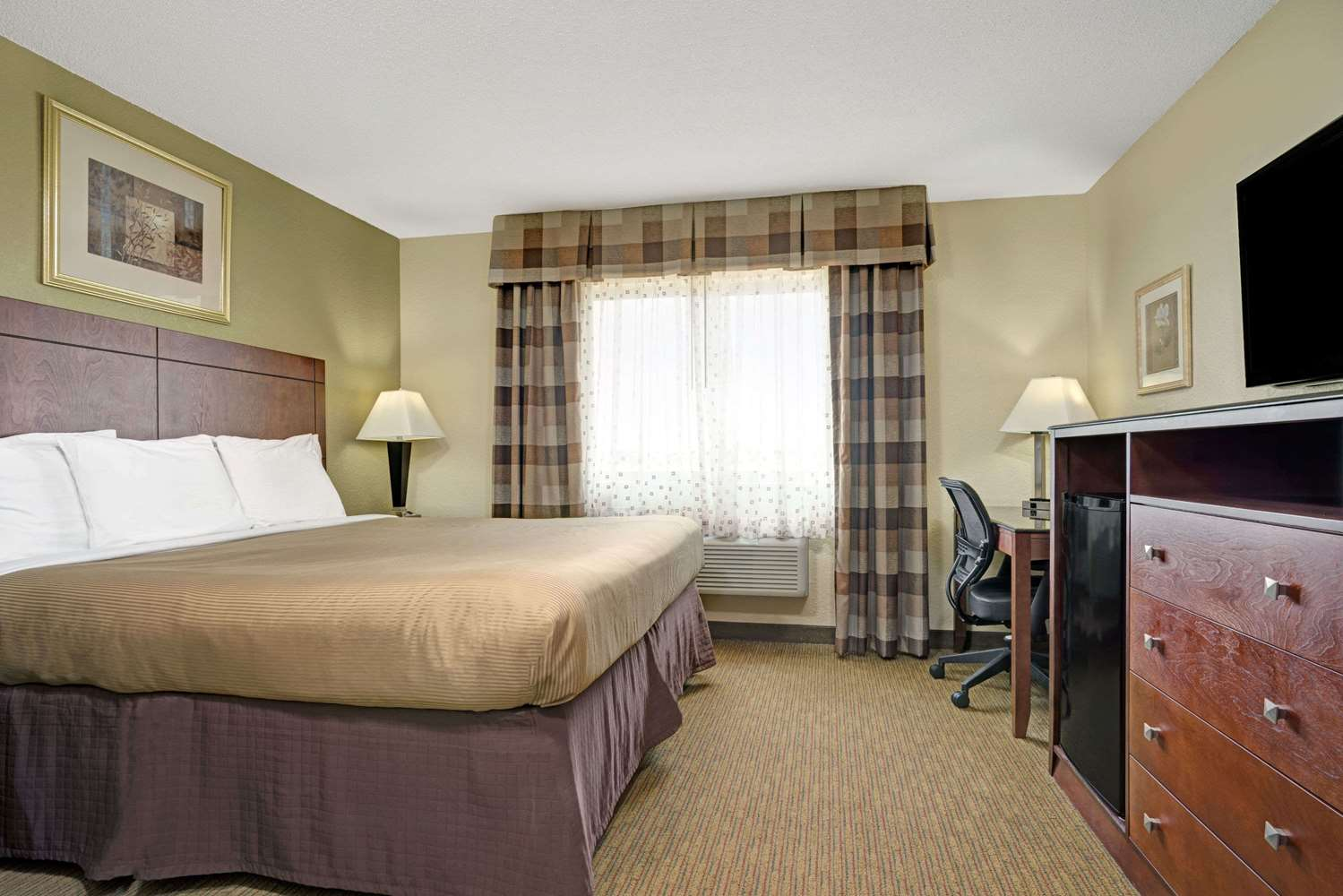 Room - Super 8 Hotel Monticello