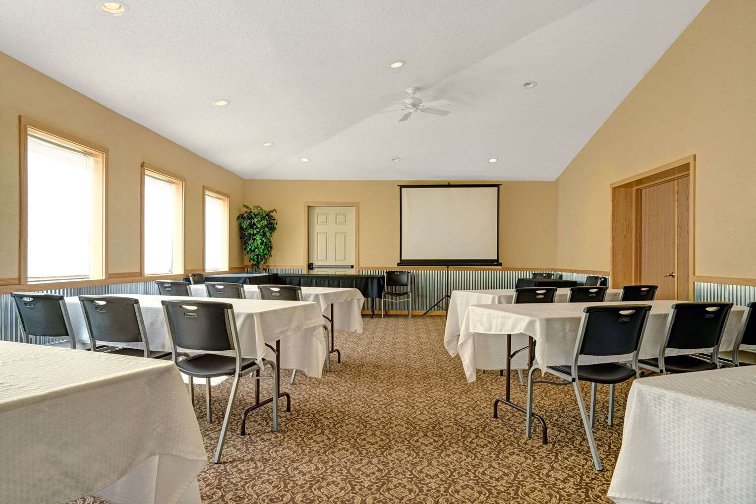 Meeting Facilities - Super 8 Hotel Monticello