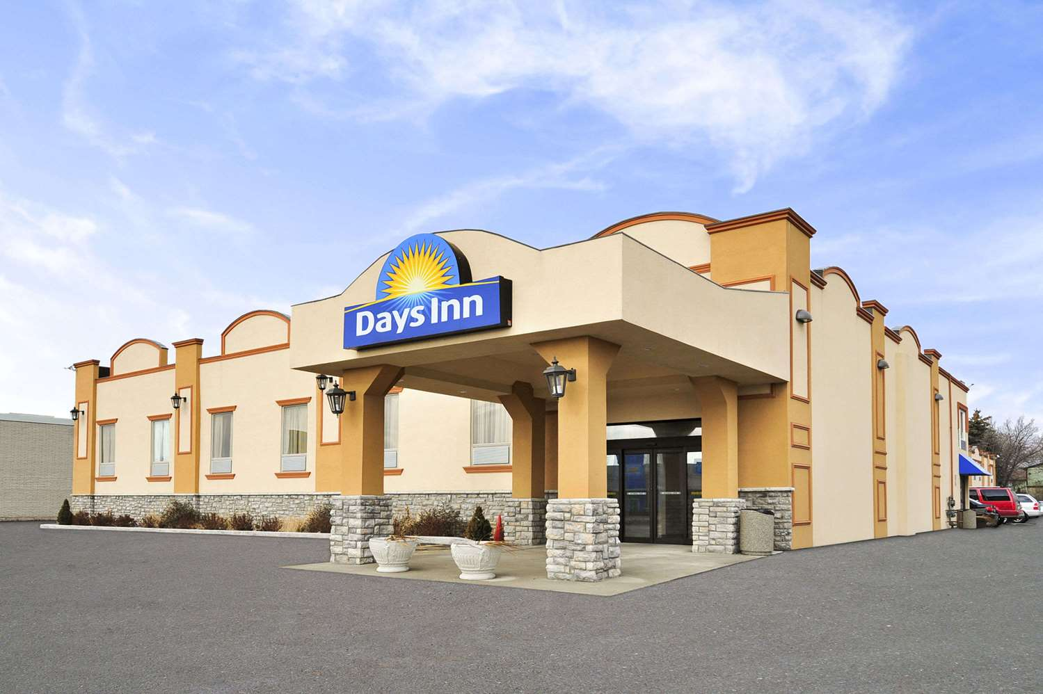 Exterior view - Days Inn Brampton