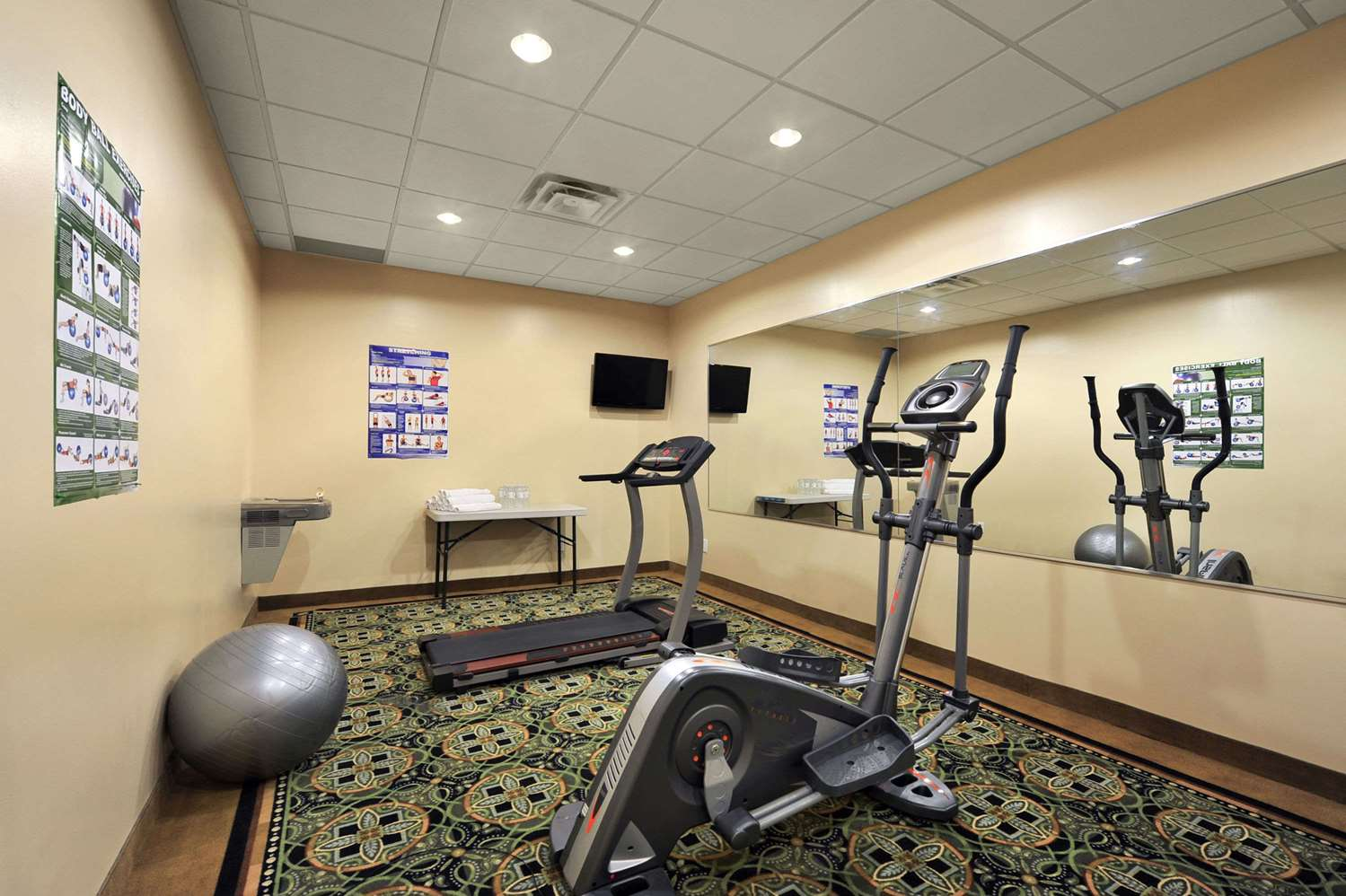 Fitness/ Exercise Room - Days Inn Brampton