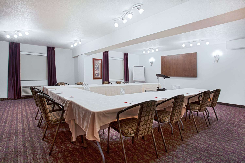 Meeting Facilities - Ramada Inn & Suites Red Deer