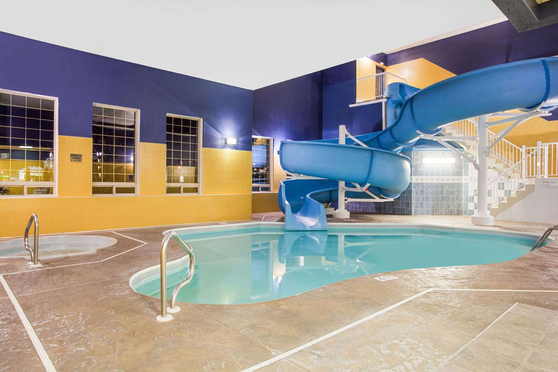 Pool - Ramada Inn & Suites Red Deer