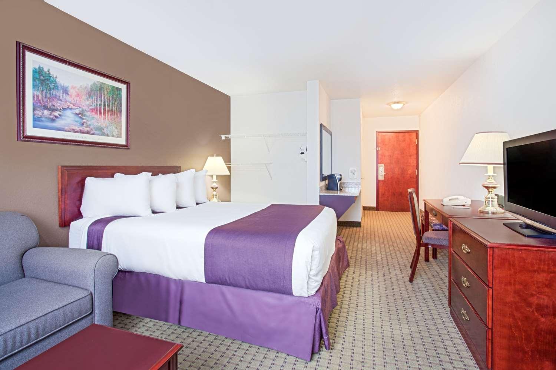 Suite - Ramada Inn & Suites Red Deer