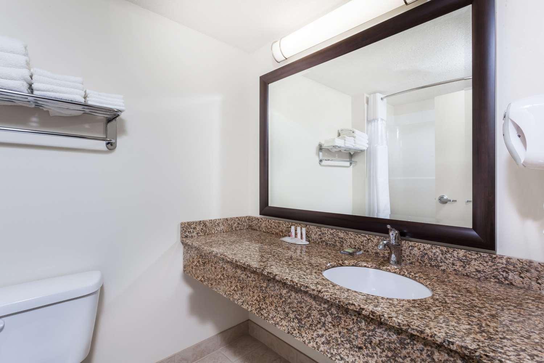 Room - Super 8 Hotel Sherwood Park