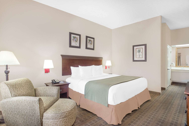 baymont inn suites crestview fl see discounts
