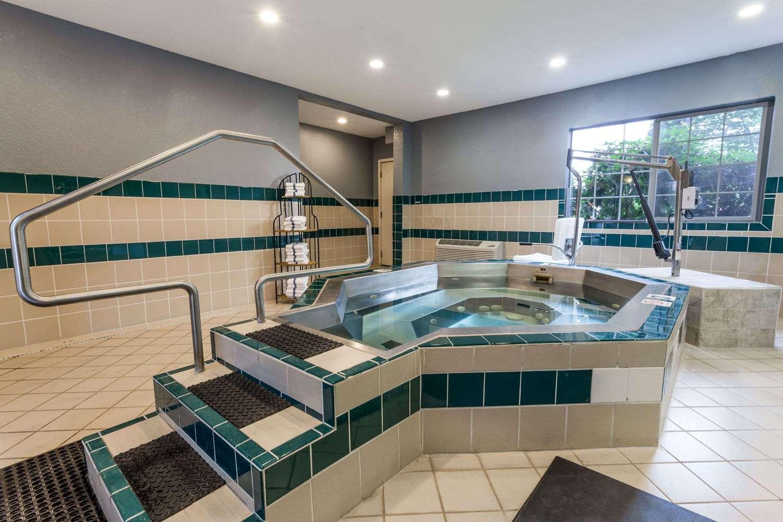 Pool - Ramada Hotel Portland
