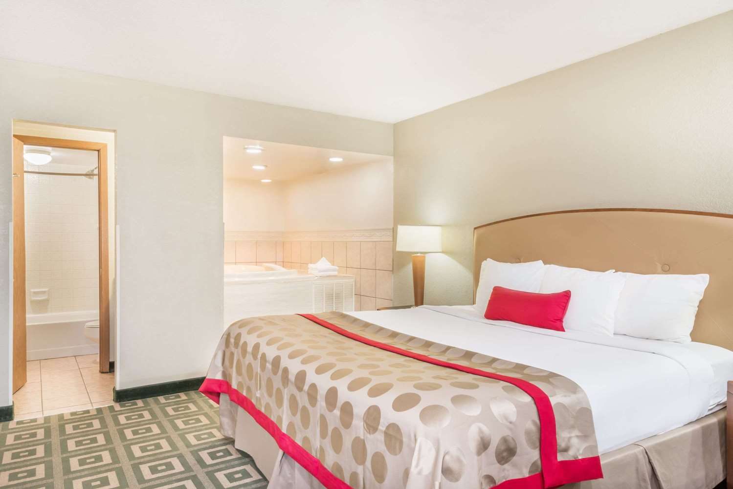 Suite - Ramada Hotel Xenia