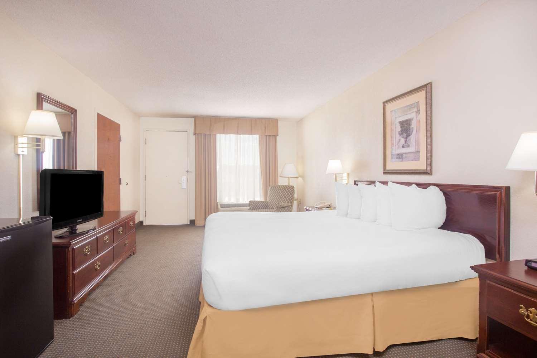 Room - Days Inn Metter